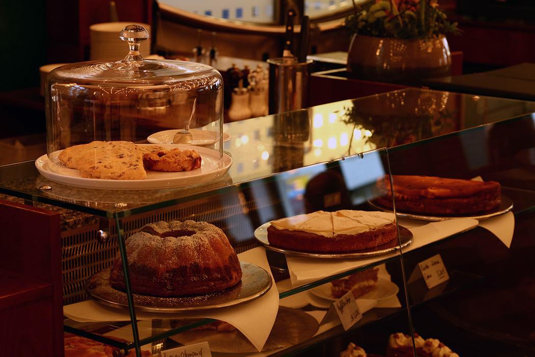 Täglich frische Kuchen aus eigener Patisserie