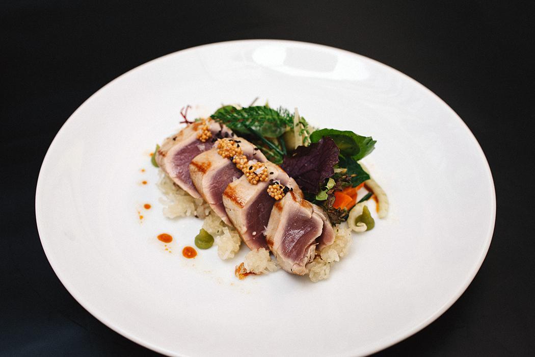 gerösteter Thunfisch / eingelegter Senf / Jasminreis